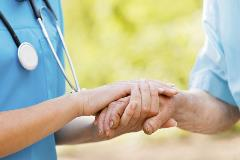 nurse-and-patient-holding-hands-2